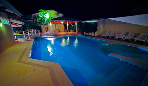 hotel-maresias-piscina